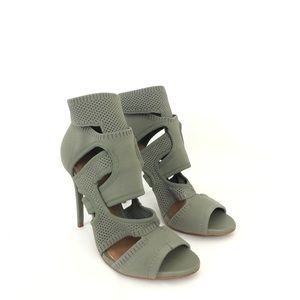 Zara Size 37 US 7 Wraparound High Heel Sandals
